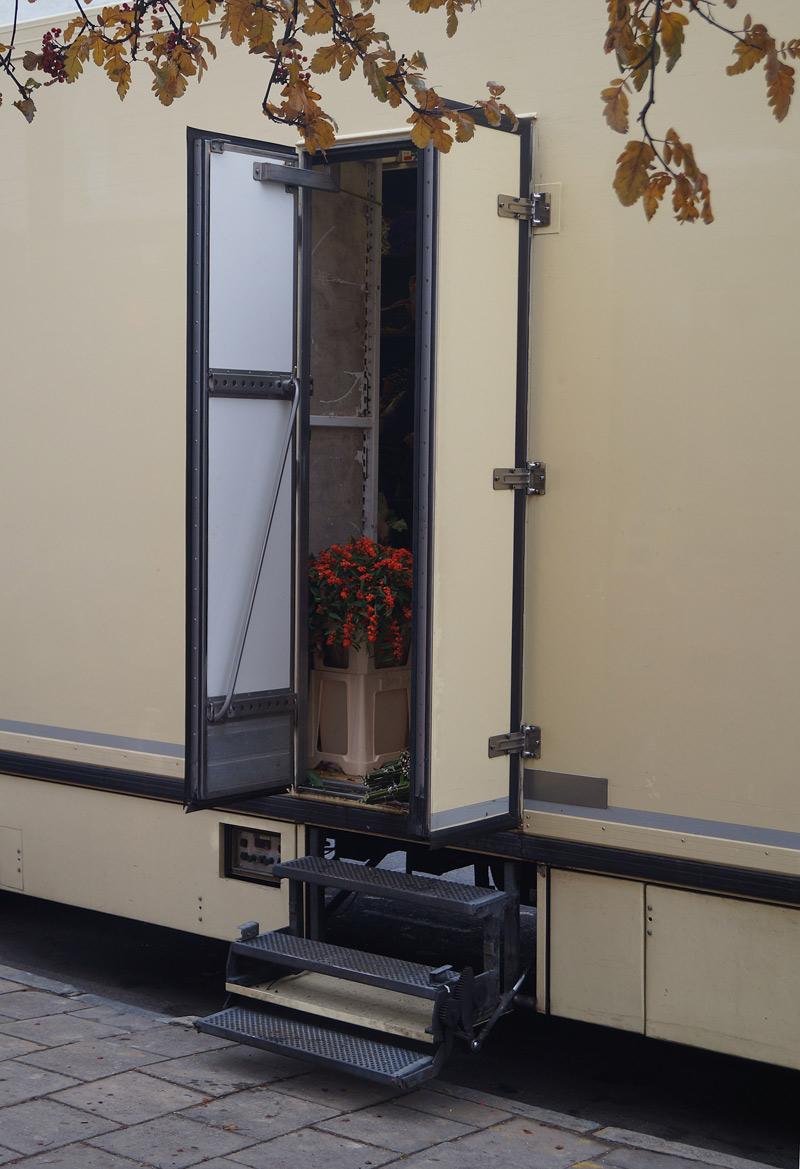 islington street photography lorry door with bouquet